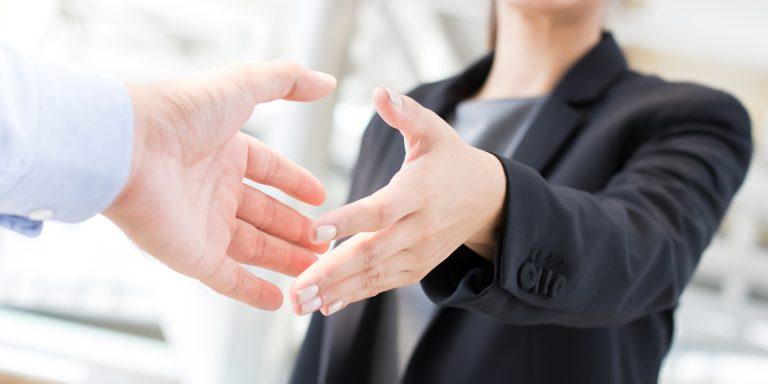 Das bbw Südhessen unterhält erfolgreiche Kooperationen-Handshake unter Partnern