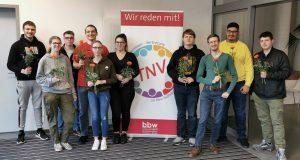 Teilnehmer*innenvertretung des bbw Südhessen nach Wahl vor dem Plakat der TNV